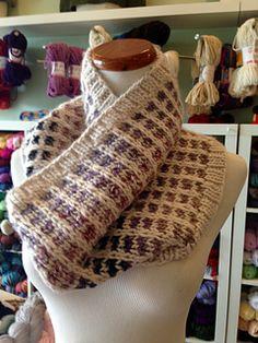 Free knitting pattern: Raskin Cowl by Sarah Ocepek