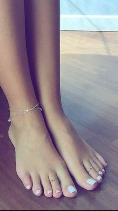 unique Looking for some unique splendid anklet, well no worries, we have huge collection of exquisite anklets fashion accessories for every occasion Nice Toes, Pretty Toes, Feet Soles, Women's Feet, Sexy Zehen, Cute Toe Nails, Anklet Designs, Feet Nails, Toenails