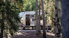 Five Tips for Navigating the Difficulties of Life on the Road Car Camping Essentials, Rv Camping Tips, Camping Places, Minivan Camping, Off Grid House, Off Grid Cabin, Airstream Travel Trailers, Vintage Travel Trailers, Outdoor Fun