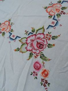 Beautiful Vintage Hand Embroidered Tablecloth Roses Drawn Thread Linen 4 Napkins