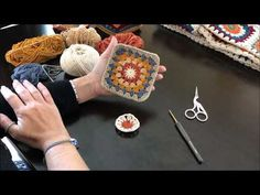 ÇANTA YAPIYORUZ - YouTube Christmas Crochet Blanket, Knitted Bags, Fashion Bags, Diy And Crafts, Knit Crochet, Crochet Earrings, Projects To Try, Crochet Patterns, Crafty