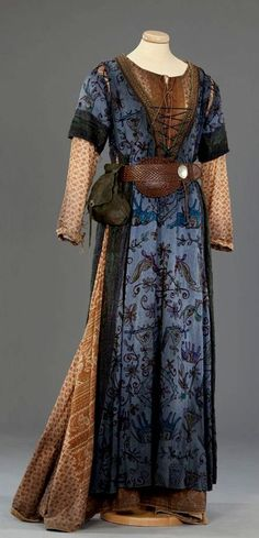 English Medieval Clothing |