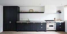 Keuken op maat ≎ The Living Kitchen by Paul van de Kooi ≎ Homepage Sweet Home, Kitchen Cabinets, Van, Home Decor, Kitchens, Decoration Home, House Beautiful, Room Decor, Kitchen Base Cabinets