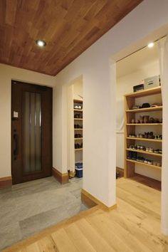 【アイジースタイルハウス】玄関。広めのシューズクロークは使い勝手抜群