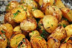Suursuosioon nousseet Tiktok-perunat – katso ohje! Gold Potato Recipes, Roasted Baby Potatoes, Small Red Potatoes, Indian Food Recipes, Ethnic Recipes, Vegetable Dishes, Quick Easy Meals, Crockpot Recipes, Cooker Recipes