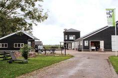 LEUK! Het Rundveemuseum in Aartswoud begint vanaf 14 mei aan het zomerseizoen. Het 'levende' rundveemuseum herbergt bijzondere dieren waarover veel te vertellen is. Extra speciaal is dat cliënten van Prinsenstichting actief zijn bij het Rundveemuseum en onder meer zorgen voor het vee :-) Zeer zeker een bezoekje waard, klik hier: http://www.rundveemuseum.nl/