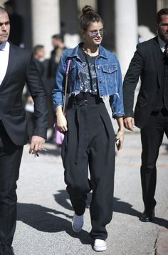 Taylor Hill Style, Taylor Marie Hill, Fashion Wear, Fashion Outfits, Vintage Rock T Shirts, Vs Models, Looks Street Style, Love Jeans, Power Dressing