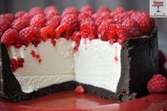 A simple cold cheesecake with white chocolate and raspberries Cookie Desserts, No Bake Desserts, Just Desserts, Baking Recipes, Cake Recipes, Dessert Recipes, Yummy Treats, Yummy Food, Raspberry Recipes