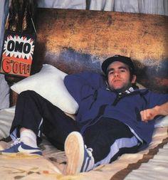 Elton John relaxin' on some bed
