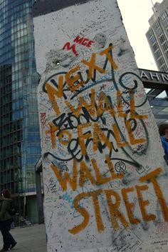 Next wall to fall - Berliner Mauer // Berlin - Alemania unpuente.tumblr.com