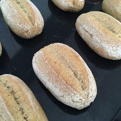 Glutenfreie Sauerteigbrötchen nur mit Flohsamenschalen als Bindemittel. #bauckhof #flohsamenschalen #glutenfreebread #gfbakery #glutenfrei #fiberhusk #glutenfreiebrötchen #sauerteig #sauerteigliebe