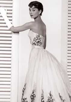 Sabrina One of two dresses Givenchy created for the film, starring William Holden and Humphrey Bogart, was this white strapless ball gown with a detachable overskirt and intricate beaded embroidery. Audrey Hepburn Givenchy, Audrey Hepburn Mode, Audrey Hepburn Sabrina Dress, Sabrina 1954, French Fashion Designers, Office Fashion Women, Mode Vintage, Vintage Style, Vintage Ladies