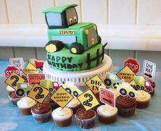 We recently put together a construction themed birthday party for a little boy – Jeremy. His mommy also ordered a tractor birthday cake for him. This was not just a regular cake. We added a l…