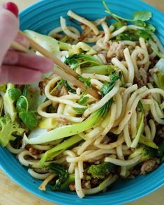 Hjemmlaget garlic naan Garlic Naan, Frisk, Stir Fry, Chili, Yummy Food, Ethnic Recipes, Men, Cilantro, Garlic Bread