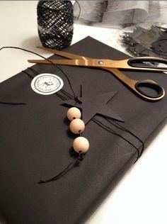 OYO... или мамские будни дизайнера: Чёрно-белая упаковка подарков                                                                                                                                                                                 Mais