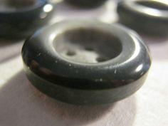30 Stück Hosenknöpfe 4 loch,2 Farbig Schwarz/Grau,Durchmesser ca.20 mm,Neu,Lübecker Knopfmanufaktur von Knopfshop auf Etsy