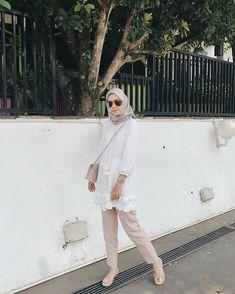 Source by renoyuansyah Outfits hijab Hijab Fashion Summer, Modern Hijab Fashion, Hijab Fashion Inspiration, Women's Fashion, Tokyo Street Fashion, Street Hijab Fashion, Stylish Hijab, Casual Hijab Outfit, Ootd Hijab