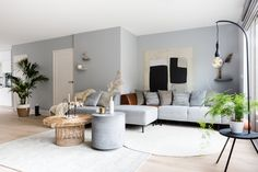 Discover recipes, home ideas, style inspiration and other ideas to try. Living Room Colors, New Living Room, Living Room Interior, Home Interior Design, Interior Styling, Home And Living, Interior Livingroom, How To Hang Wallpaper, Home Wallpaper