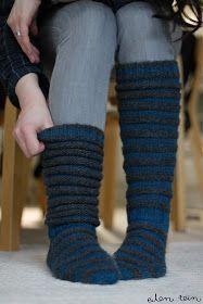 eilen tein: sukat on sillä makkaralla Knitting Club, Knitting Socks, Crochet Slippers, Knit Or Crochet, Knitting Patterns Free, Free Knitting, Shrugs And Boleros, Cute Socks, Wool Socks