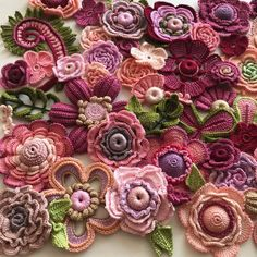 Easy and Cute Free Crochet Flowers Pattern Image Ideas for new Season 2019 Part crochet flowers;Crochet is the anti-depressant addiction you don't have to be ashamed of. ❤️ Amazing crochet work of . Freeform Crochet, Crochet Art, Thread Crochet, Crochet Motif, Crochet Crafts, Crochet Projects, Knitting Projects, Diy Crafts, Knitted Flowers Free