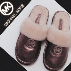 MICHAEL KORS Metallic Bronze Leather Clogs-Sz 6M Authentic rare and beautiful Michael Kors metallic bronze pebble leather clogs, size 6M.  Lined in comfy and warm genuine shearling and condition is excellent!! MICHAEL Michael Kors Shoes Mules & Clogs