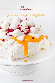 Coconut Pavlova with Raffaello pralines My pastries Sweet Desserts, Delicious Desserts, Dessert Recipes, Meringue Pavlova, Creative Desserts, Christmas Sweets, Dessert Bread, Cupcake Cookies, Food And Drink