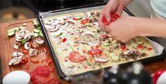 Kotiliesi.fi ruokabloggari Vappu Pimiä antaa helpon ja toimivan välipalavinkin kotikokeille. Kokeile pizzapannaria ja ylläty kuinka helposti se valmistuu.