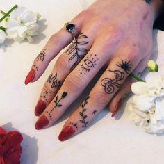 Pin Up Tattoos, Mini Tattoos, Small Tattoos, Sexy Tattoos, Sleeve Tattoos, Koala Tattoo, Bee Tattoo, Chest Tattoo, Shape Tattoo