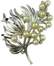 Vintage spilla con perle TRIFARI