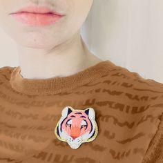 Broche brodée Broderie tigre en coton bijou unique par EnAvril