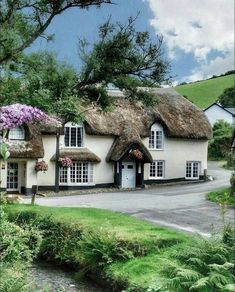 Winsford, Exmoor -that's an inn! Cute Cottage, Cottage Style, English Country Cottages, English Countryside, Storybook Homes, Dream Properties, Thatched Roof, Street House, English House
