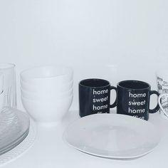 """""""Logo logo umas prateleiras vão aparecer aqui :3 #apdadonnajessica #beautiful #bathroon #clothes #decor #decoration #interior #home #inspiration #myroom…"""""""
