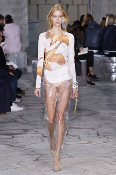 Loewe Spring 2016 Ready-to-Wear Fashion Show - Lexi Boling - PFW Spring 2016 - Bxy Frey