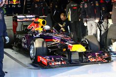 Sebastian Vettel, Infiniti Red Bull Racing, In The Garage, Test Day 4, Jerez, Spain