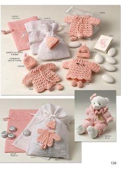 Regalos de bautizos en Toledo Baby Shower Snacks, Baby Shower Parties, Baby Shower Giveaways, Baby Favors, Crochet Barbie Clothes, Baby Shawer, New Baby Gifts, Crochet Projects, New Baby Products