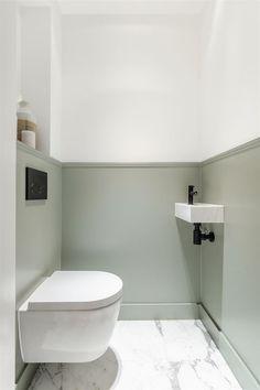 Funda Finds: dit appartement in Amsterdam heeft de mooiste keuken ever (marmer!) Funda Finds: this apartment in Amsterdam has the best kitchen ever (marble! Bathroom Styling, Bathroom Interior Design, Modern Bathroom Design, Bathroom Designs, Small Toilet Room, New Toilet, Bad Inspiration, Bathroom Inspiration, Modern Master Bathroom