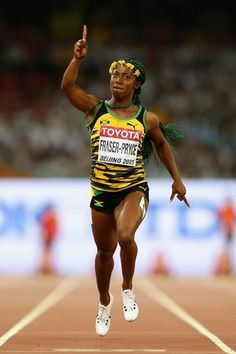 Shelly-Ann Fraser-Pryce wins the at the IAAF World Championships, Beijing 2015 (Getty Images) Sporty Girls, Sporty Outfits, Fit Black Women, Fit Women, Usain Bolt Photos, Shelly Ann Fraser, World Athletics, Commonwealth Games, Fotografia