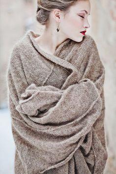 3a0a84bae577 Techniques de mode comment porter nouer un châle et mettre châle sur ses  épaule, autour de son cou pour une femme ou homme pour un mariage.