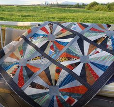 Here is my finished quilt. Dresden Gone Urban . for Lily's Quilts QAL . I managed to take a few quick shots outside yesterday mor. Dresden Plate Patterns, Dresden Plate Quilts, Quilt Patterns, Quilting Projects, Quilting Designs, Quilting Ideas, Modern Quilting, Quilting Blogs, Scrappy Quilts