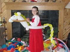 Balloon art my little pony sculpture Balloon Toys, Balloon Hat, Balloon Rides, Balloon Arch, Horse Balloons, Big Balloons, Balloon Centerpieces, Balloon Decorations, My Little Pony Decorations