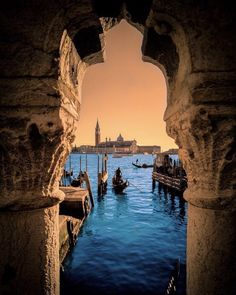 Ways On How To Take Better Landscape Photos Romantic Vacations, Dream Vacations, Visit Venice, Hotels, Reisen In Europa, Foto Art, Design Hotel, Ultimate Travel, Rome Italy