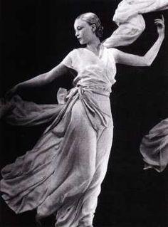 Modern Dance pioneer Isadora Duncan in Vionnet.