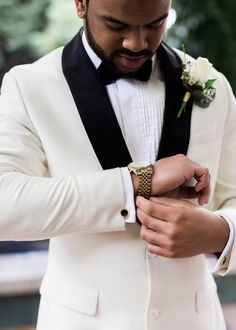 Groom -White wedding tux - Alexandra Knight Photography #groom #weddings #weddinginspiration #weddingideas #tuxedo