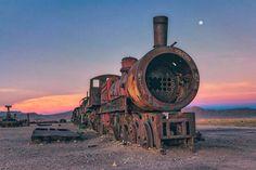 Découverte d'un étonnant cimetière de trains abandonnés en Bolivie !