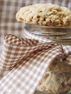 A mandulatejböl megmaradt apró, örölt mandulát valamire sürgösen fel kellett használnom. Cookie-t már régen sütöttem, így erre a receptre ... Krispie Treats, Rice Krispies, Bors, Cookie Jars, Winter Christmas, Biscotti, Cereal, Paleo, Cookies
