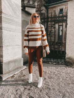 Cognac kombinieren: So stylt ihr diese Trendfarbe Fashion Weeks, Casual Chic, Pullover, Elegant, Hipster, Alice, Outfits, Sweaters, Blog