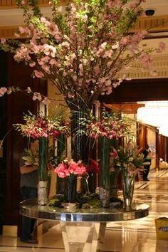 large flower arrangements for hotel lobbies Hotel Flower Arrangements, Vase Arrangements, Beautiful Flower Arrangements, Floral Centerpieces, Beautiful Flowers, Table Flowers, Flower Vases, Ikebana, Hotel Flowers