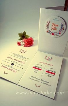 White Floral Pop Up Invitation > http://initustudio.com/undangan-pernikahan-unik-kreatif/