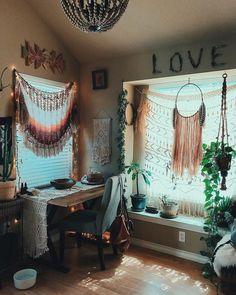 DigsDigs - Σελίδα 2 από 853 - Ιδέες διακόσμησης εσωτερικού χώρου και σπιτιού Gypsy Decor, Hippie Home Decor, Home Office Design, Home Office Decor, Front Yard Decor, Feminine Decor, Monochromatic Color Scheme, Beaded Chandelier, Cool Rooms
