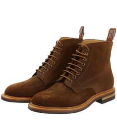 The Men's R. Williams Rickaby Boots have been beautifully crafted from Italian roughout suede leather which provides you with a touch of luxury and style whic Mens Boots Fashion, Fashion Shoes, Suede Boots, Leather Boots, Rm Williams, Business Casual Shoes, Everyday Shoes, Men S Shoes, Men Casual